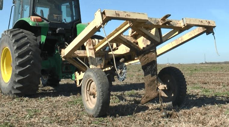 Implemento utilizado para la construcción de drenes topo